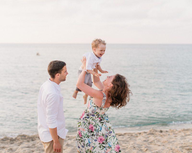 Familienfoto im Sonnenuntergangslicht auf Mallorca